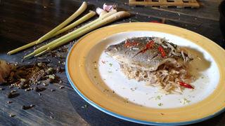 Азиатский жареный рис с кокосовым молоком и рыба на пару