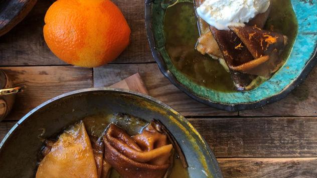 Блинчики крепп сюзетт с куантро и мороженным из сыра