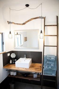 Bathroom -PONDER Cottage