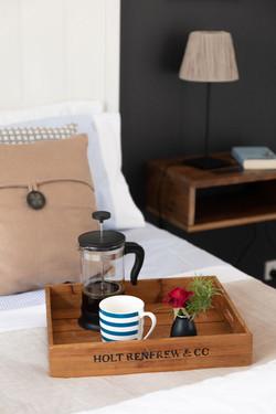 Bedroom with breakfast tray - UNWIND Cot
