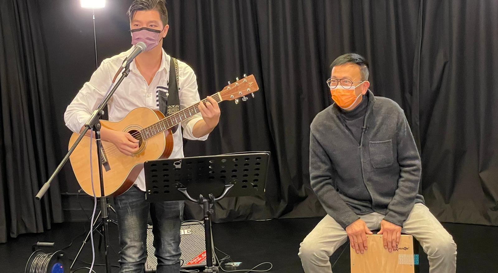 與兩位有特殊學習需要的朋友組成樂隊, 每年開演唱會