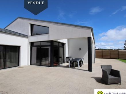 Maison contemporaine à Guidel vendue par Maisons de Bretagne , agence immobilière en Morbihan