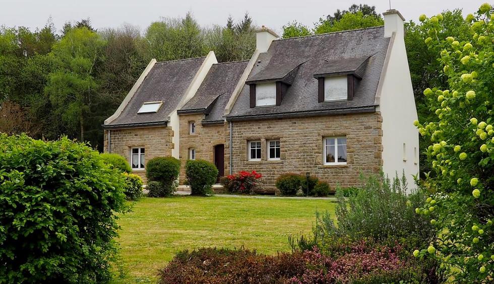Sous offre | Maison familiale avec jardin et terrasse en Bretagne