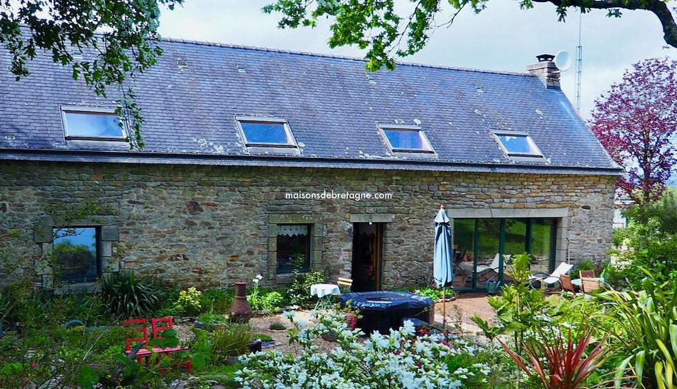 Sous Compromis de vente | maison en pierre avec dépendance à Gourin, Morbihan  bretagne sud | maisondebretagne.com