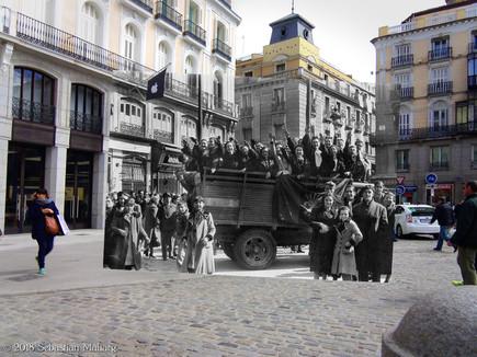 Camión falangista. Puerta del Sol.