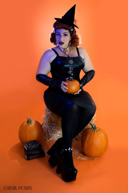 Burlesque Performer, Lady Zombie