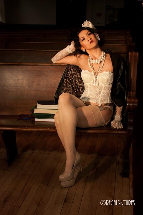Burlesque Performer Gigi Surreal