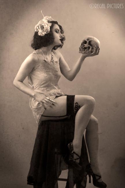 Burlesque Performer Cara Antoinette