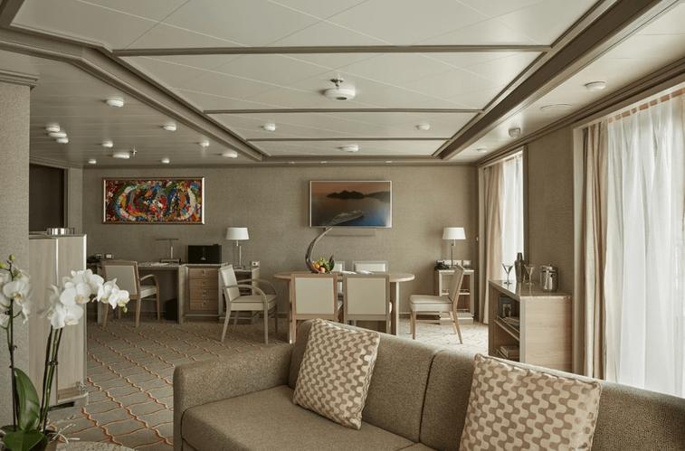 Royal & Grand Suites