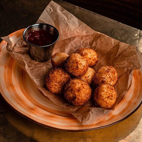 Сырные шарики в панировке с соусом Чили