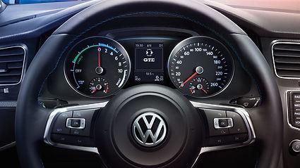 vw-volkswagen-golf-gte-cockpit.jpg
