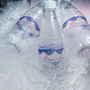 Água com rótulo personalizado
