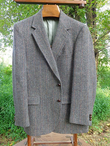 BEAUTIFUL Barleycorn-esque tweed with vertical striping!