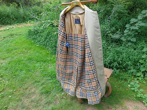 NOS BURBERRY RAINCOAT with removable wool liner