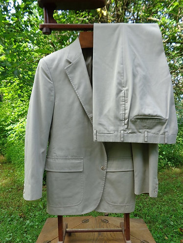 CLASSIC BROOKS BROTHERS WASH-AND-WEAR 3/2 SACK SUIT
