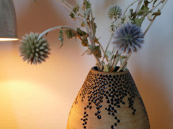vase sculpte noir detail.JPG