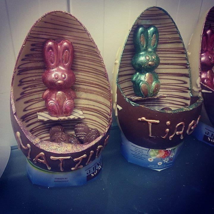 No chocolatinho somos a prova que aceitamos desafios e heis o altar do coelhinho da pascoa dentro do