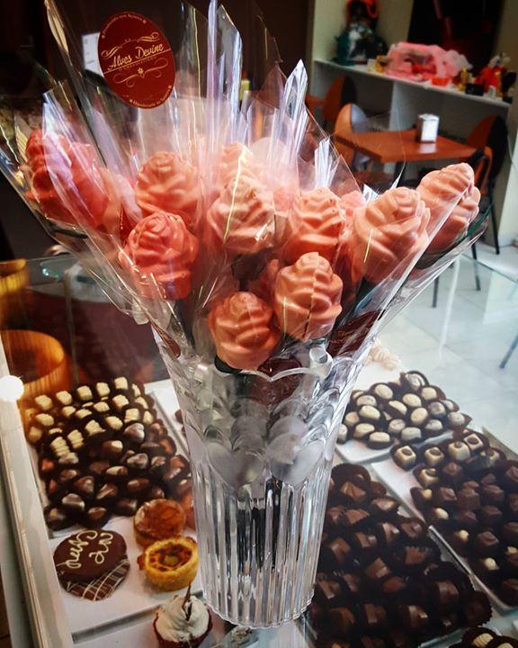 Sim são rosas. E sim são de chocolate. Acabadas de apanhar e deliciosas