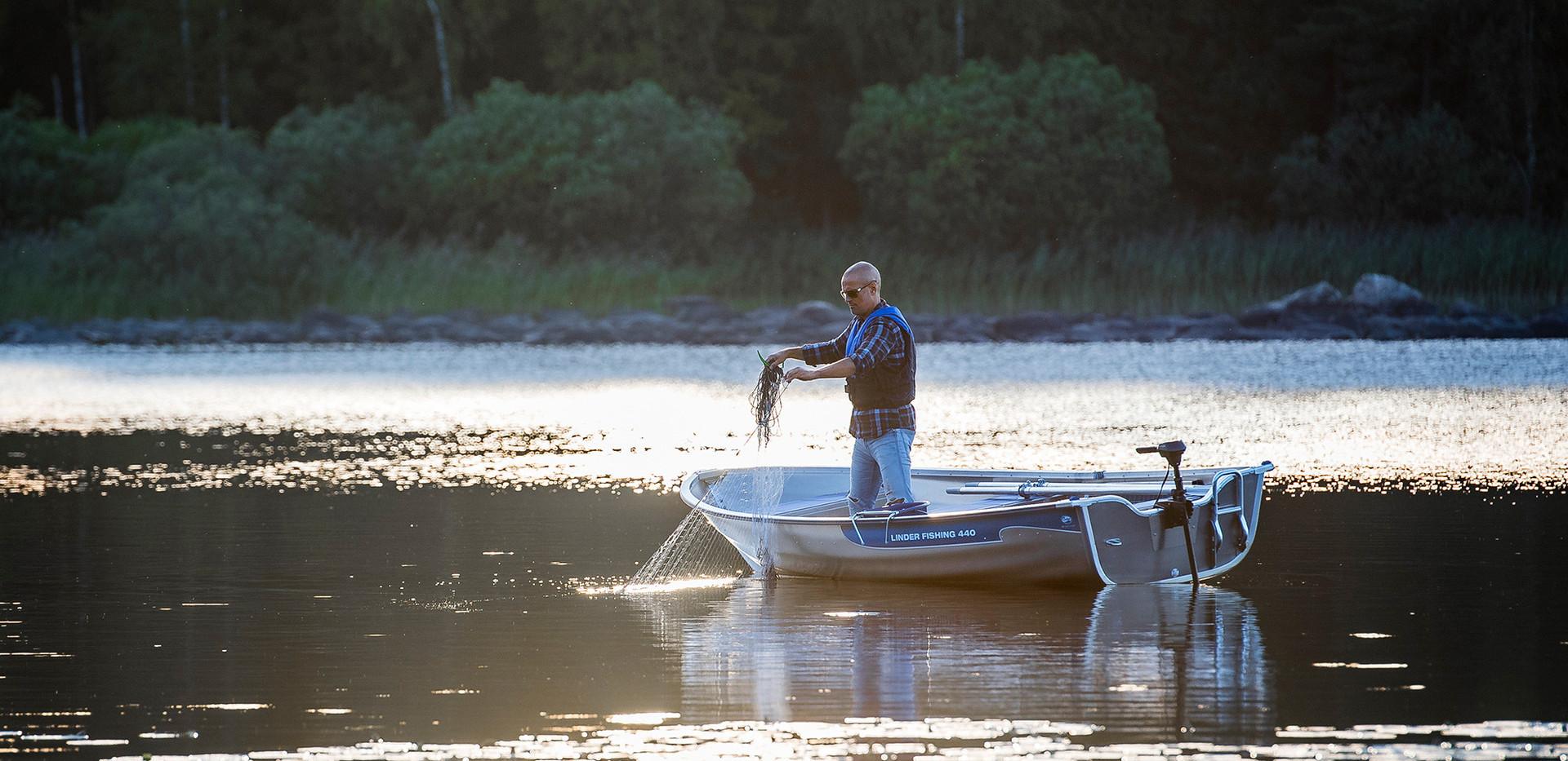 Linder 440 Fishing Boat