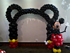 Mickey Arch and Figurine