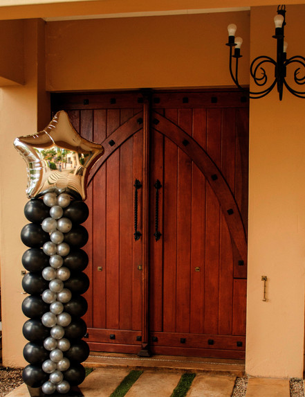 Elegant Black & Silver Pillar