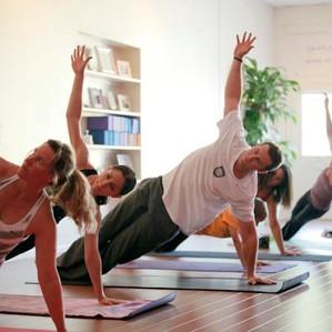 Evan Longoria Does Yoga