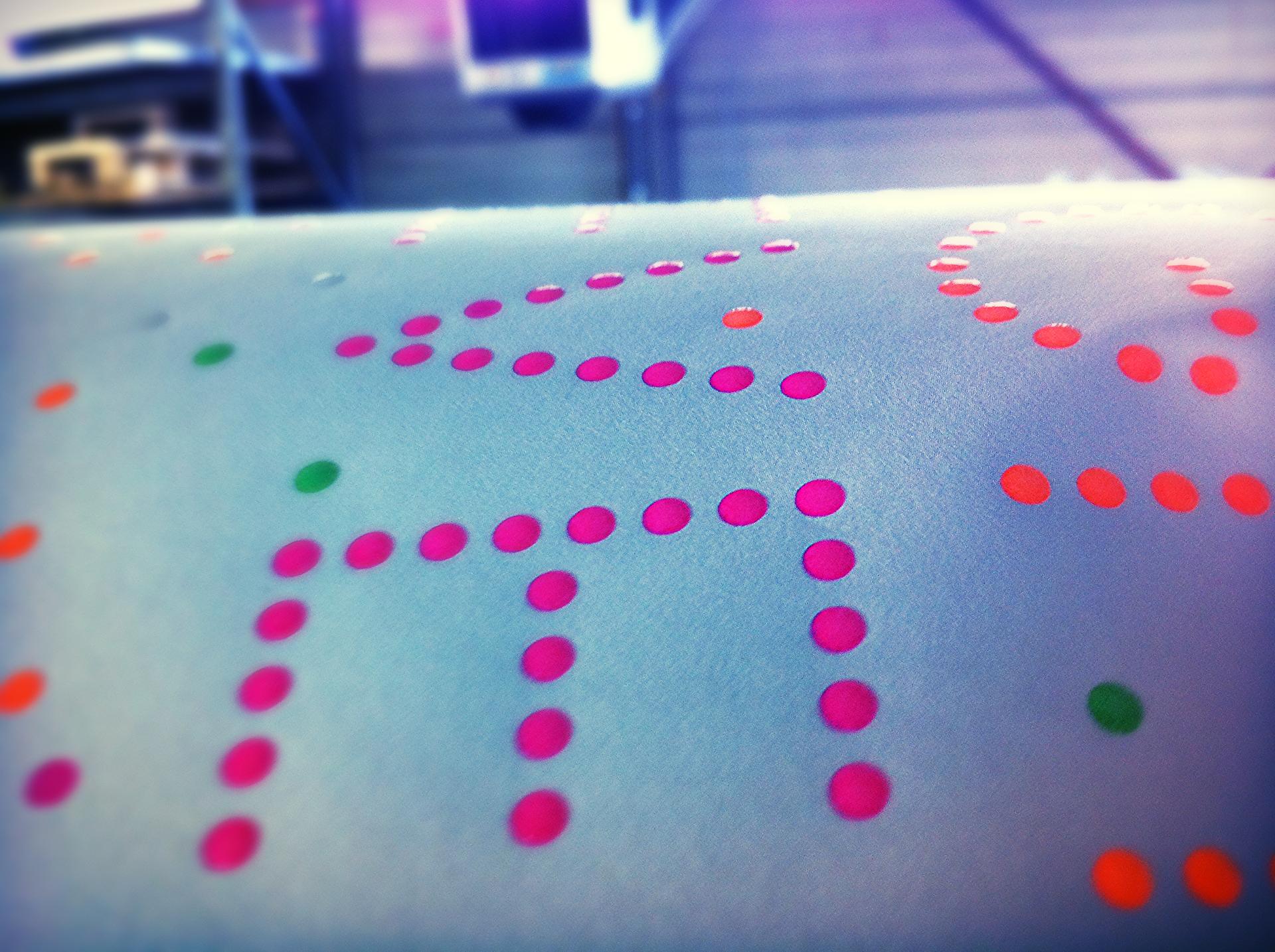 Braille inkt op boekomslag
