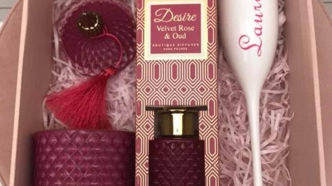 Gift box (velvet rose)