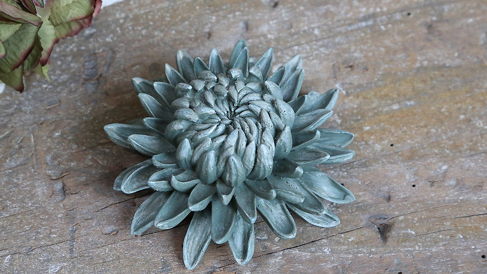 Dusty green flower