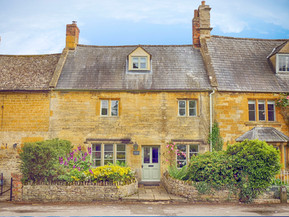10% off when booking directly with Cotswold Cottage Gems!