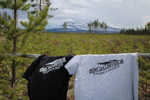 """T-shirt """"Sonfjällsbygden- in the heart of Härjedalen"""""""