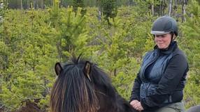 Anna väljer hästryggen