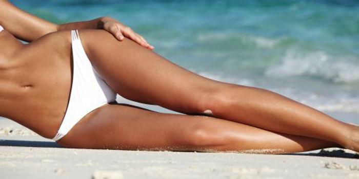 femme-bronzage-jambes-plage.jpg