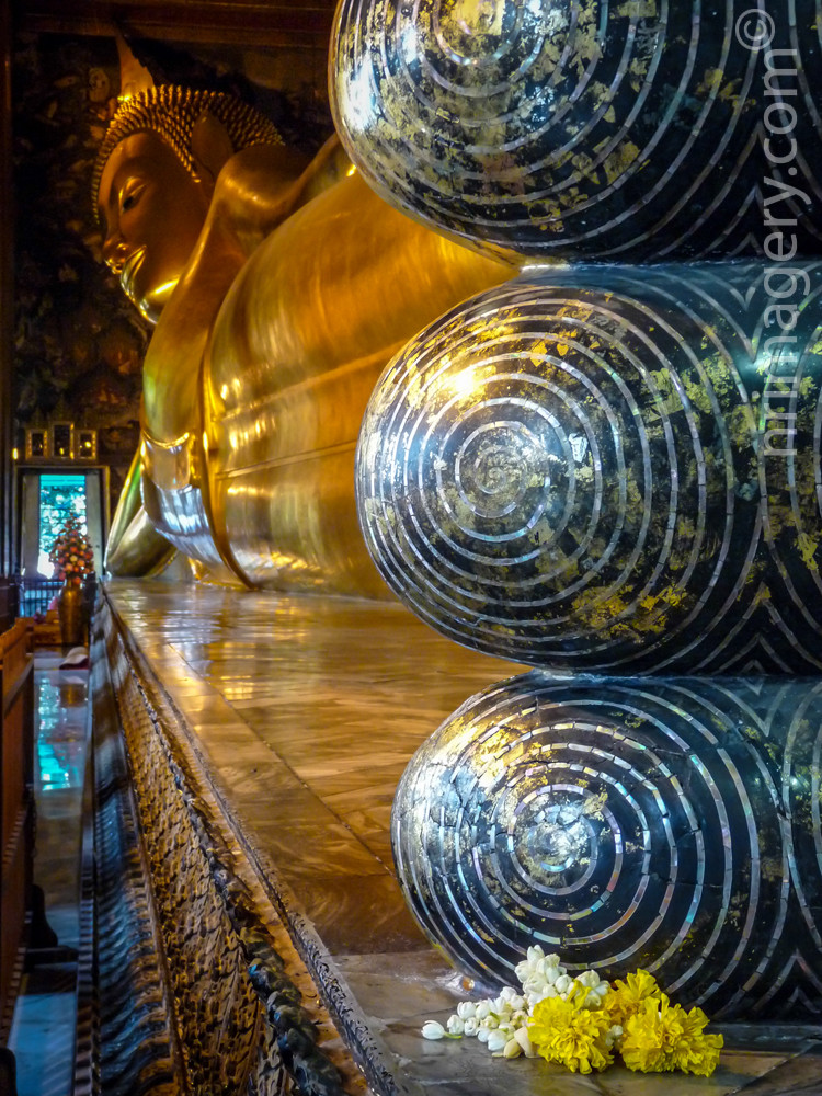 Reclining Buddha @ Wat Po -  - Photographed with Panasonic DMC FZ28 - ISO400, f3.2, 1/25