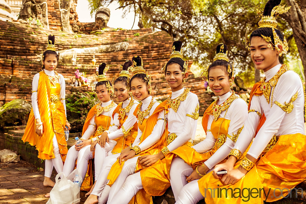 Traditional Royal Thai clothing - Photographed using Canon 6D with Tamron SP 24-70mm f2.8 lens - ISO250, f2,8, 1/400