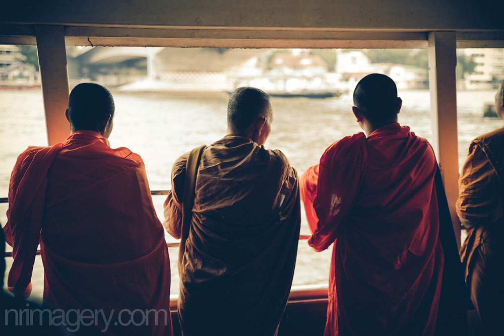 Monks travelling the Chao Praya River - Photographed using Canon 6D with Tamron SP 24-70mm f2.8 lens - ISO400, f2,8, 1/250