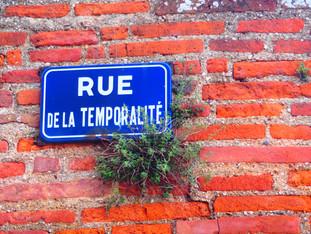 """""""Cézembre s'engouffra dans la rue de la Temporalité, sa préférée."""""""