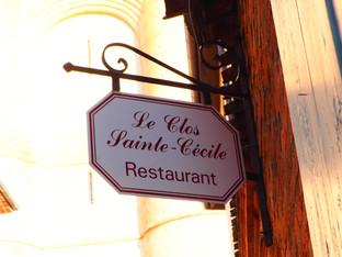 """""""La terrasse du clos Sainte Cécile était l'ancienne cour de récréation et la serveuse était une maîtresse dans l'art de la pédagogie et de la séduction."""""""