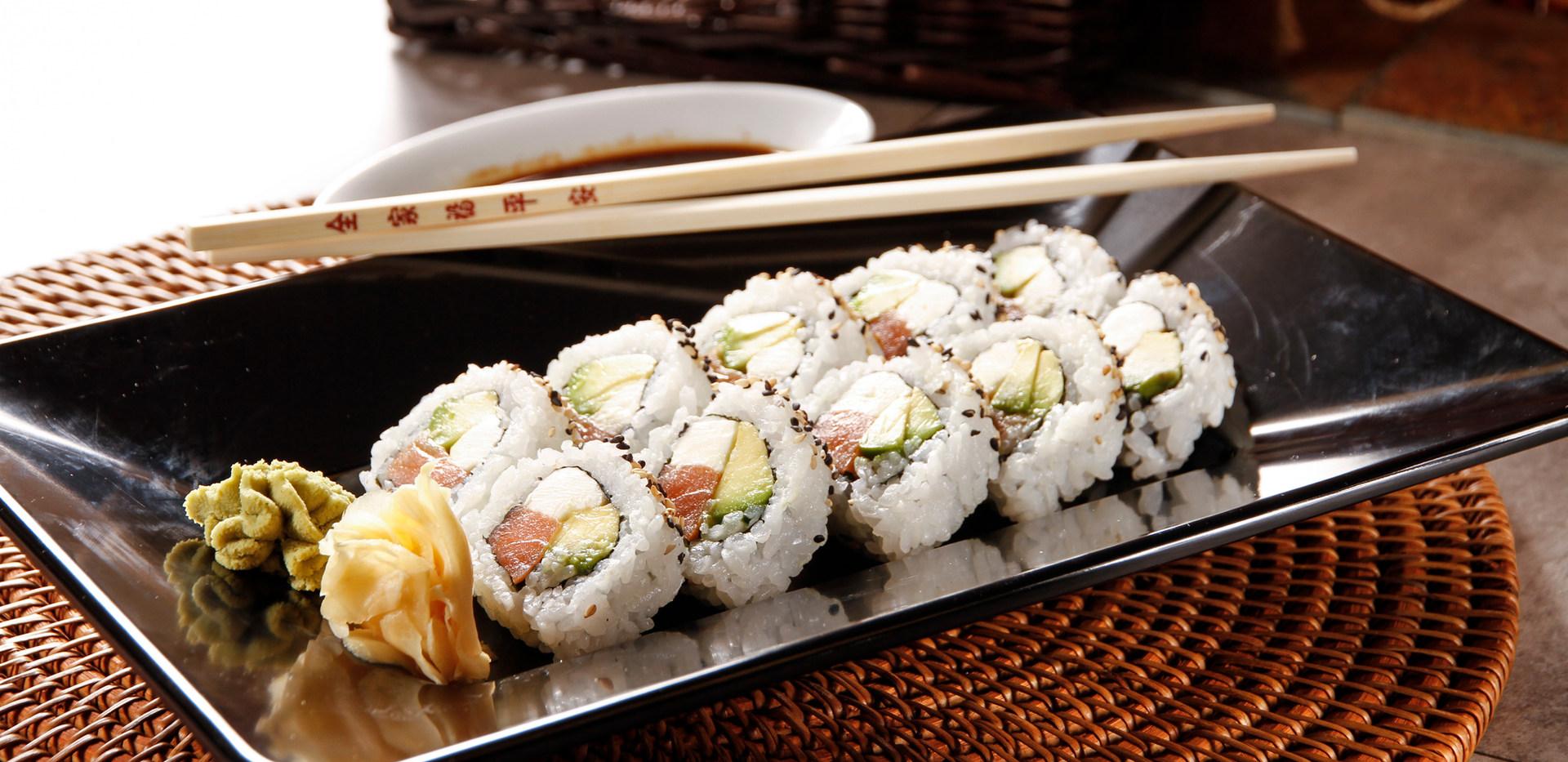 Smoke Salmon roll.JPG