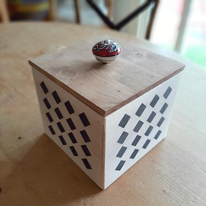 Boite carrée en bois