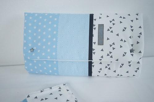 Tapis à langer Nomade Collection graphique bleu - pochette à couches intégrée