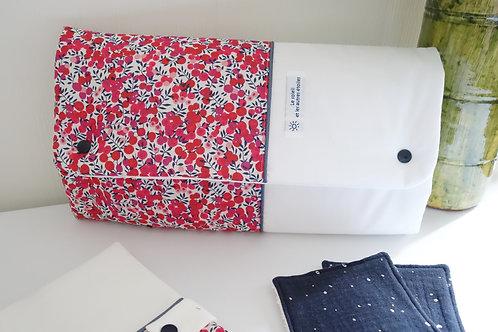 Tapis à langer Nomade Liberty Wiltshire Rouge- pochette à couches intégrée