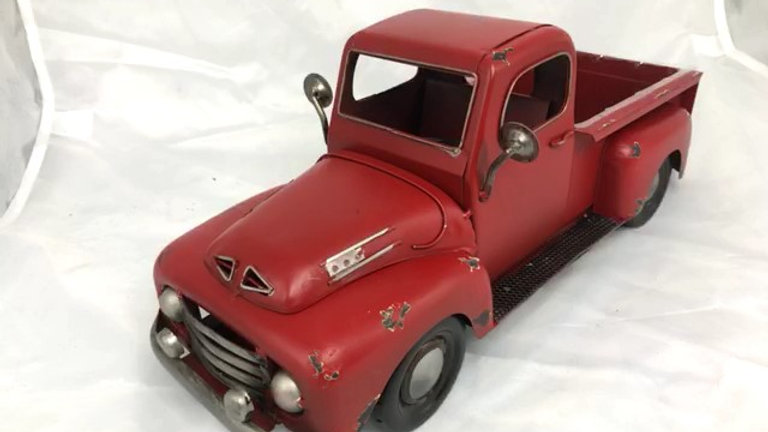 """AM0096-W 16""""L X 6.5""""H AGED RED METAL TRUCK PLANTER W/ LINER"""