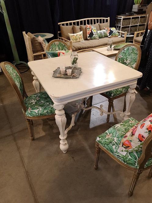 Tavolo classico moderno