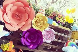 Decoração com flores gigantes
