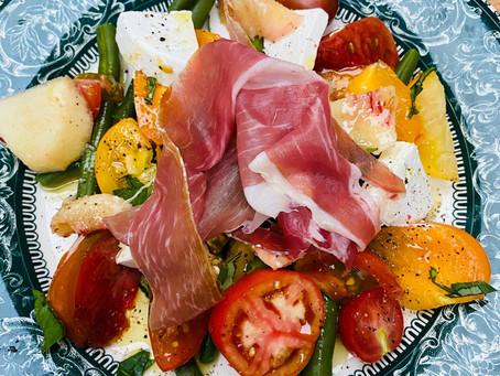 Salade gourmande estivale au délicieux jambon de Bayonne et chèvre frais