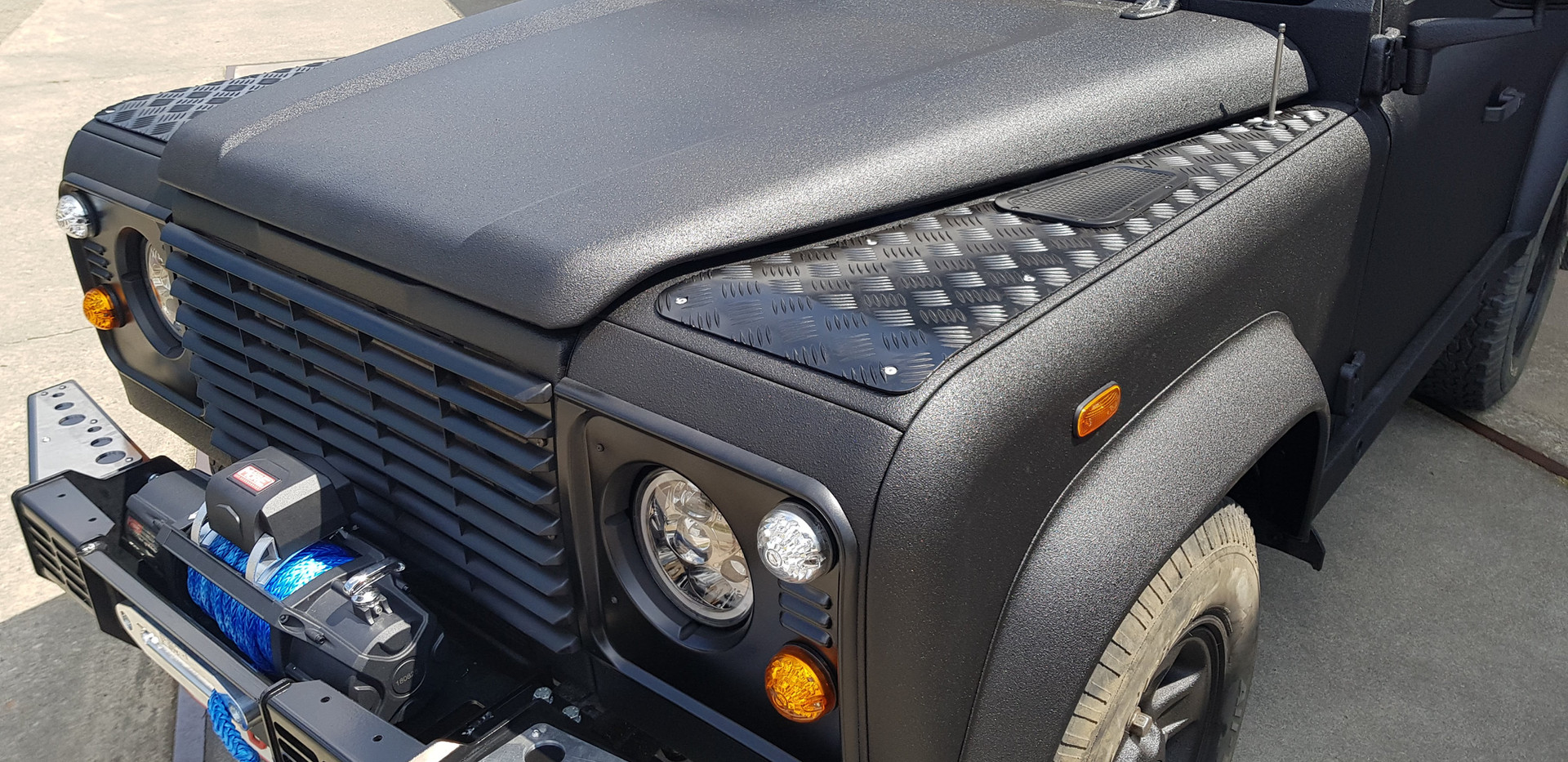 Defender Black Edition
