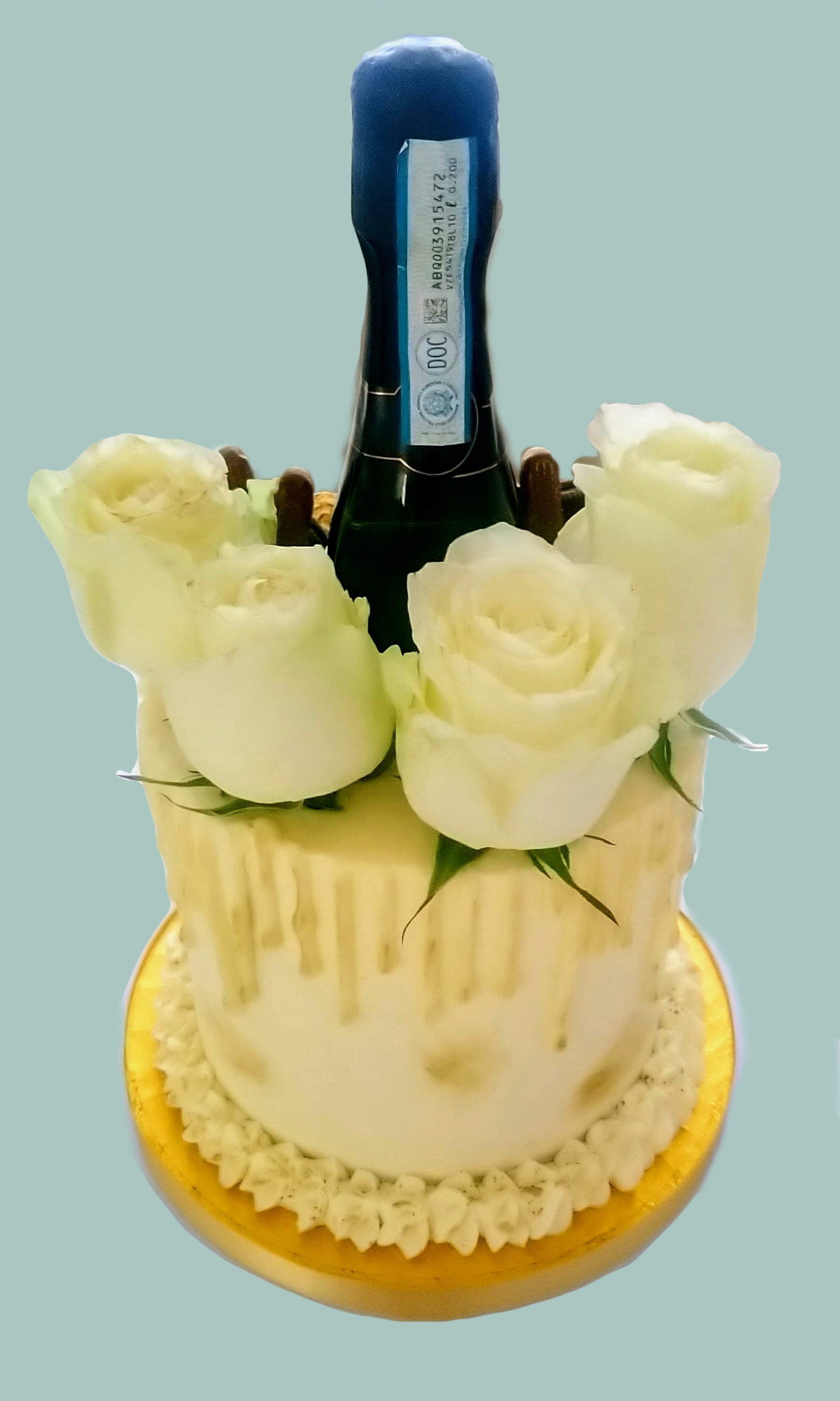 White & Gold Drip Cake: Back