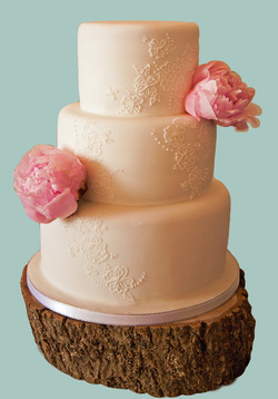 Lace & Flowers Cake
