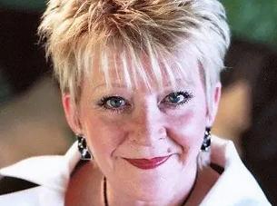 Pauline Daniels comedienne hire .webp